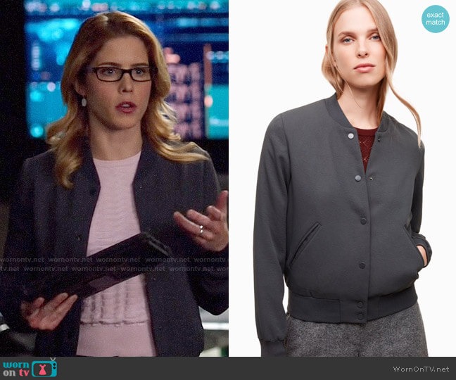 Aritzia Wilfred Poussin Bomber worn by Felicity Smoak (Emily Bett Rickards) on Arrow