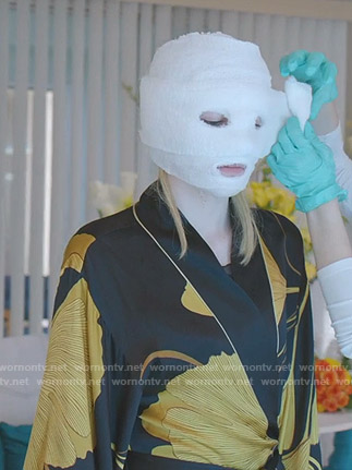 Alexis's black and yellow ginkgo print robe on Dynasty