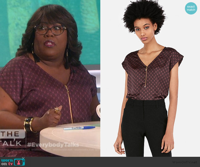 Zip Front Print Gramercy Tee by Express worn by Sheryl Underwood  on The Talk