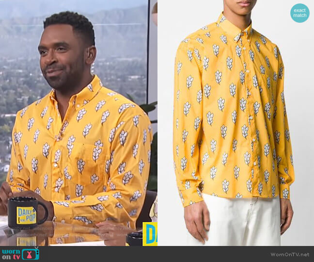 Printed Simon Shirt by Jacquemus worn by Justin Sylvester  on E! News