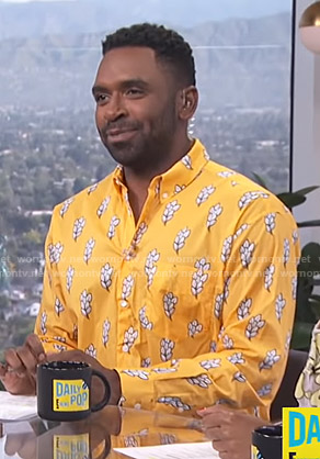 Justin's yellow printed shirt on E! News Daily Pop