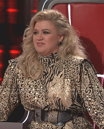 Kelly Clarkson's beige animal print dress on The Voice