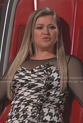 Kelly Clarkson's houndstooth ruched dress on The Voice