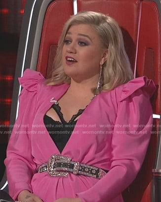 Kelly Clarkson's pink plunge neck dress on The Voice