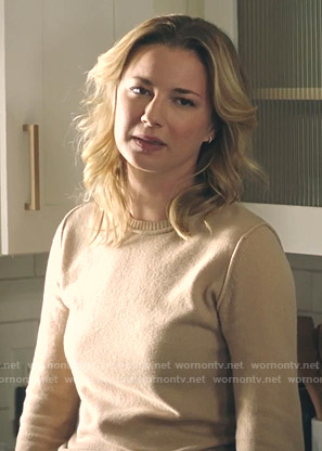 Nic's beige sweater on The Resident