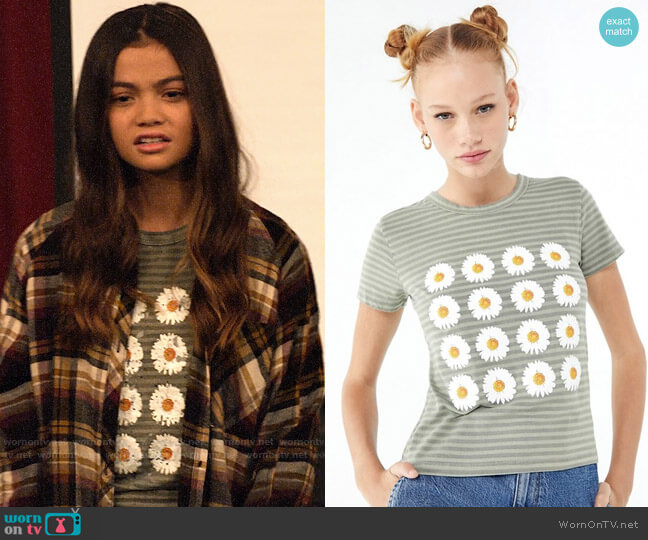 Truly Madly Deeply Daisy Tee worn by Nick (Siena Agudong) on No Good Nick
