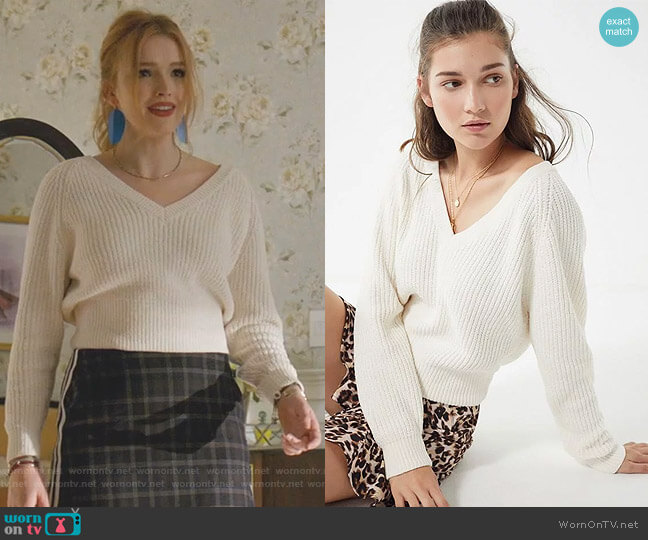 Cozy Chenille V-Neck Sweater by Urban Outfitters worn by Kirby Anders (Maddison Brown) on Dynasty
