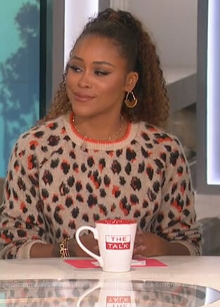 Eve's leopard sweater on The Talk