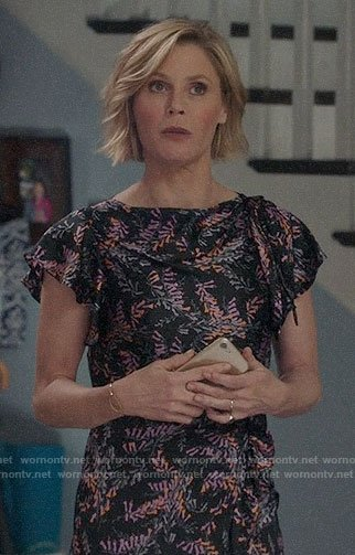 Claire's floral midi dress on Modern Family