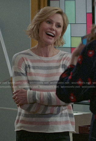 Claire's pink and grey striped sweater on Modern Family