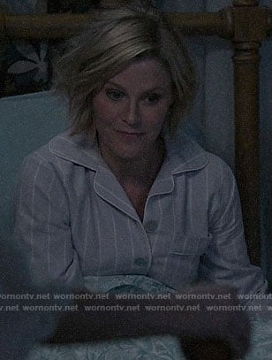 Claire's lilac striped pajamas on Modern Family