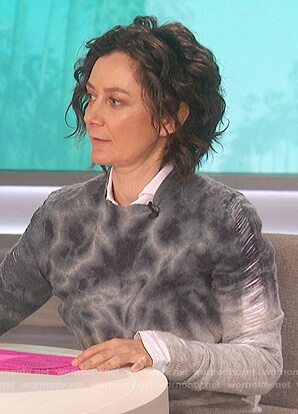 Sara's distressed tie dyed sweater on The Talk