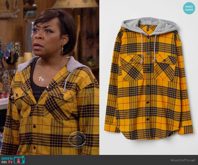 H&M Hooded Shirt in Yellow Black Plaid worn by Tina (Tichina Arnold) on The Neighborhood
