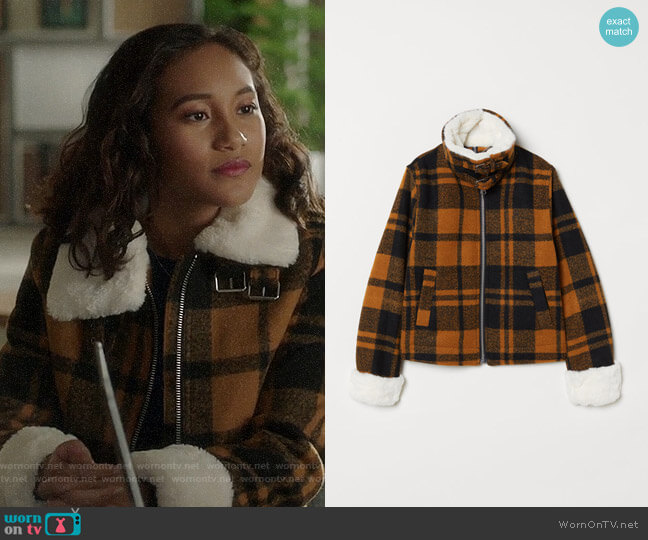 H&M Jacket with Faux Fur Collar worn by Caitlin Martell-Lewis (Sydney Park) on PLL The Perfectionists