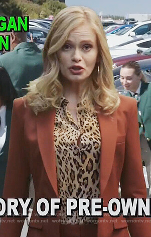 Amber's leopard print blouse on The Good Girls