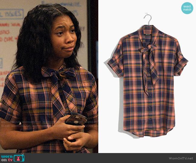 Madewell Short-Sleeve Tie-Neck Shirt in Junipero Plaid worn by Becky (Kyla-Drew) on No Good Nick