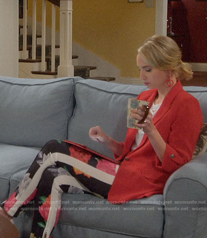 Mandy's floral pants on Last Man Standing