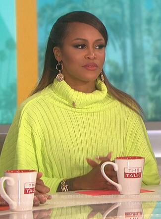 Eve's green cropped turtleneck sweater on The Talk