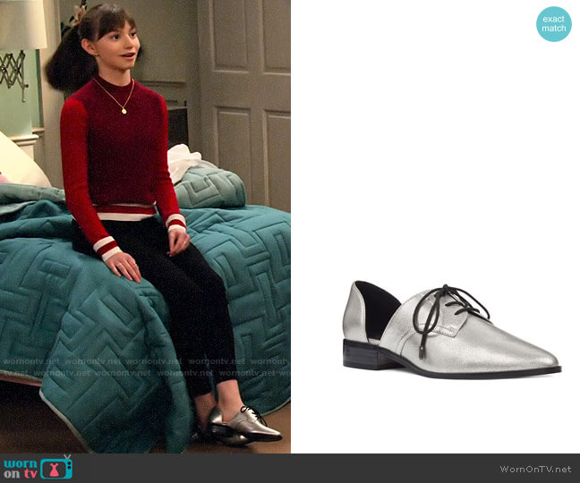Nine West Watervelt Metallic Oxford worn by Molly (Lauren Lindsey Donzis) on No Good Nick