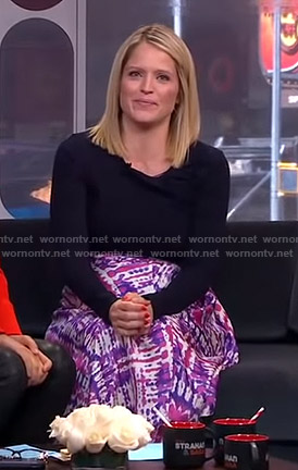 Sara's purple tie dye skirt on GMA Strahan And Sara