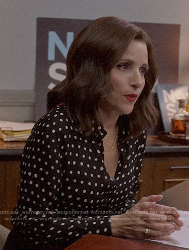 Selina's polka dot shirt and heels on Veep