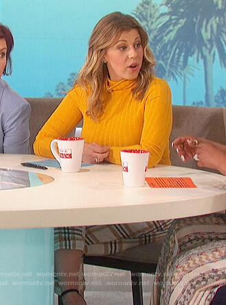 Jodie Sweetin's white plaid pants on The Talk