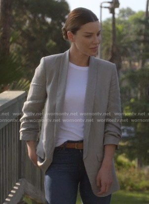 Chloe's grey gathered sleeve blazer on Lucifer