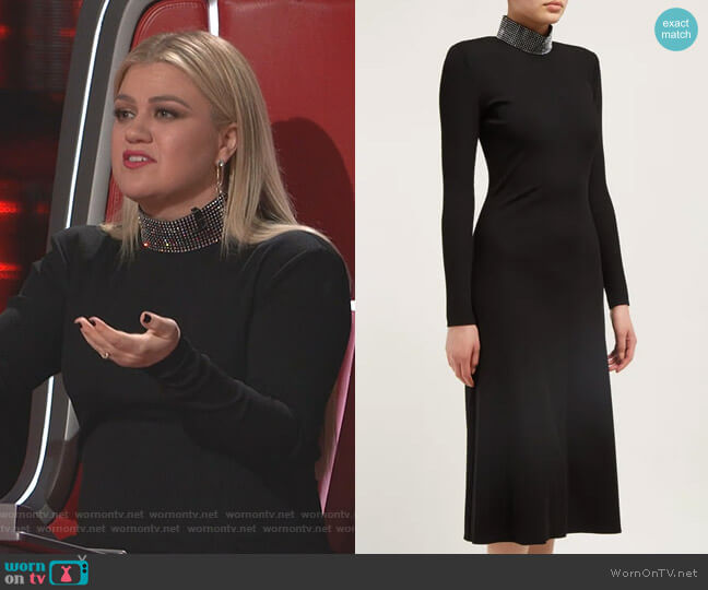 Crystal-Embellished Ribbed Midi Dress by Christopher Kane worn by Kelly Clarkson  on The Voice