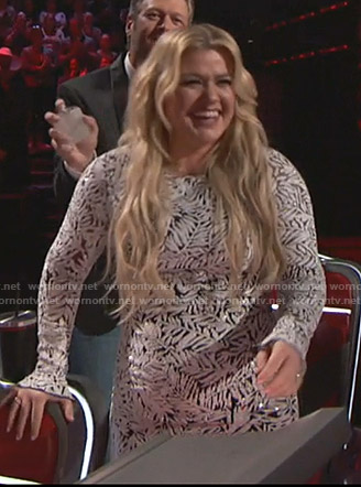 Kelly Clarkson's sequin leaf gown on The Voice