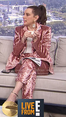 Melanie's pink velvet suit on Live from E!