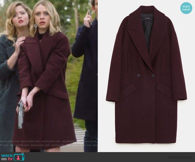Coat with pockets by Zara worn by Taylor Hotchkiss (Hayley Erin) on PLL The Perfectionists