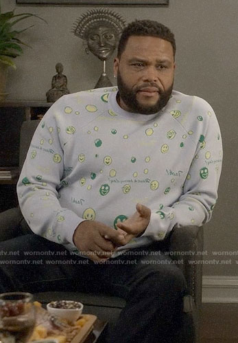 Andre's emoji sweater on Black-ish