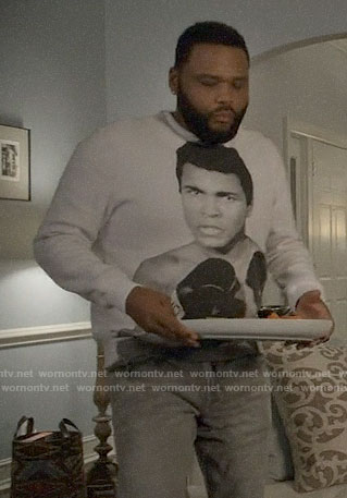 Andre's Mohammed Ali sweatshirt on Black-ish