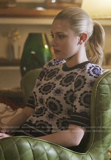 Betty's purple retro flower print sweater on Riverdale