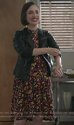 Jen's floral maternity dress on Life in Pieces