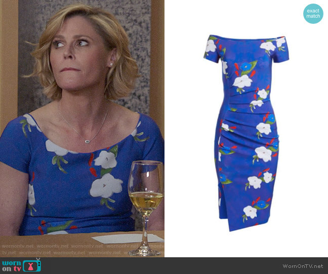 Chiara Boni La Petite Robe Devis Dress worn by Claire Dunphy (Julie Bowen) on Modern Family