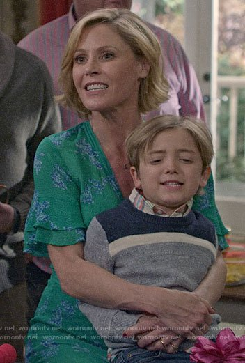 Claire's green floral dress with ruffle sleeves on Modern Family