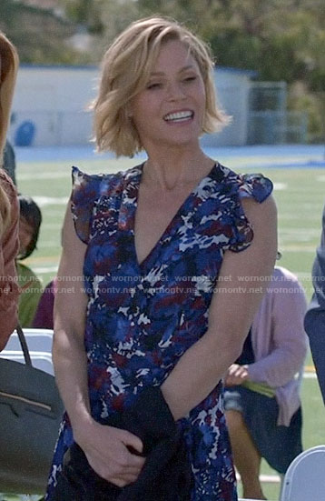 Claire's floral v-neck dress with ruffles on Modern Family