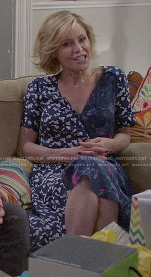 Claire's mixed floral print wrap dress on Modern Family