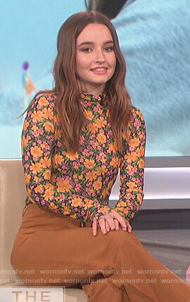 Kaitlyn Dever's floral turtleneck top on The Talk