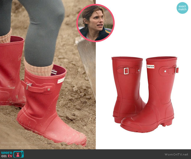 Hunter Short Rain Boots in Military Red worn by Rio (Lake Bell) on Bless This Mess