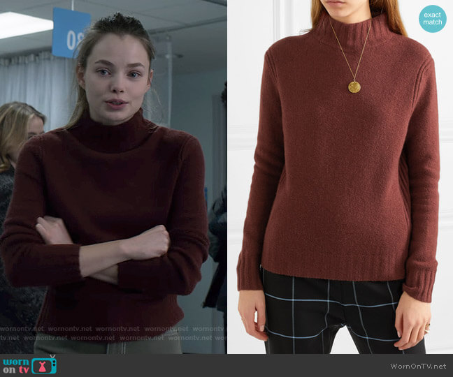 Isabel Sweater by J.Crew worn by Kelly Aldrich (Kristine Froseth) on The Society