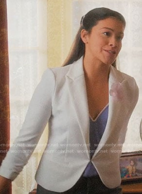 Jane's white blazer on Jane the Virgin
