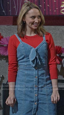Sherry's denim button front dress on Modern Family
