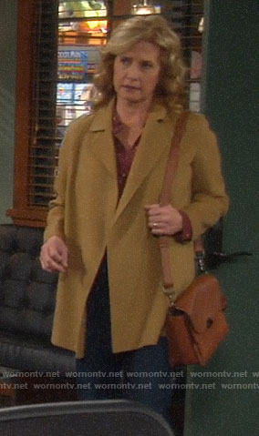 Vanessa's short camel coat on Last Man Standing