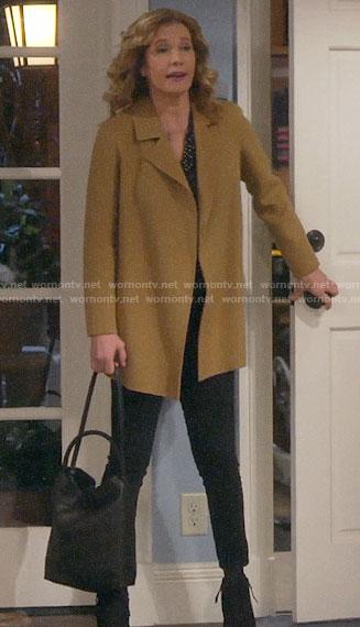 Vanessa's short camel coat on Last Man Standing