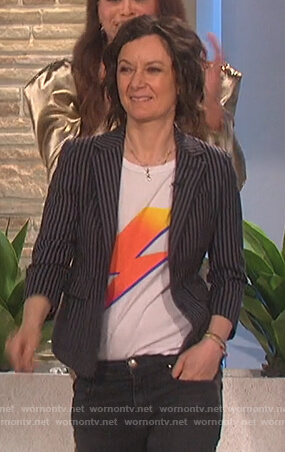 Sara's white bolt print tee on The Talk