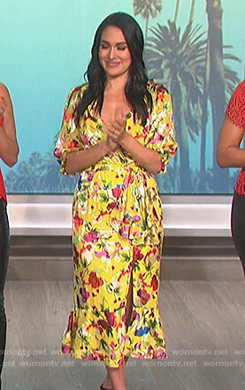 Brie Bella's yellow floral dress on The Talk
