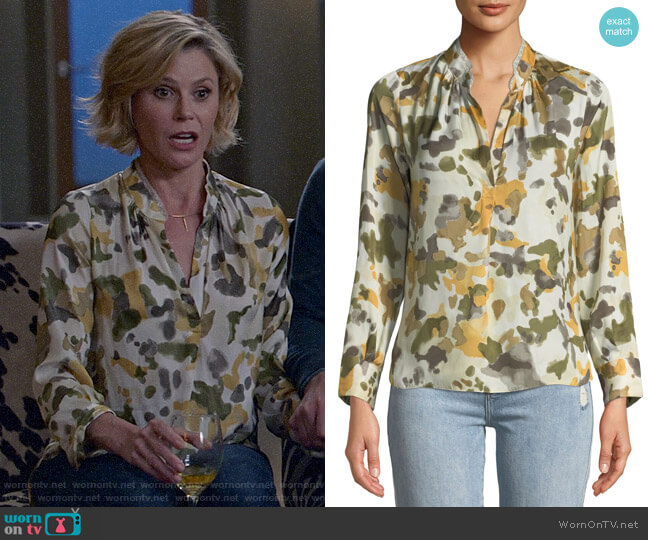 Zadig & Voltaire Tink Camo Blouse worn by Claire Dunphy (Julie Bowen) on Modern Family