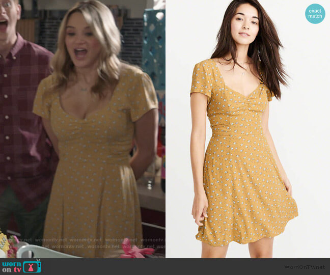 Bow Back Skater Dress by Abercrombie & Fitch worn by Clementine Hughes (Hunter King) on Life in Pieces